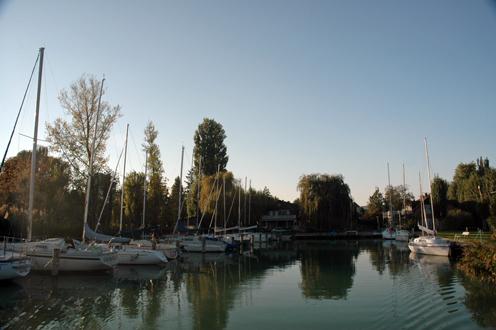 Videoton Yacht Club kikötője