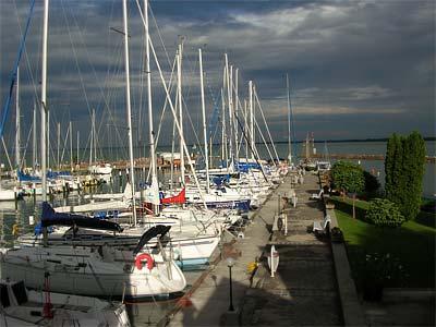 Tihany Hajós Egylet (THE) kikötője