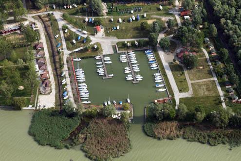 Yacht Egylet Gyenesdiás kikötő