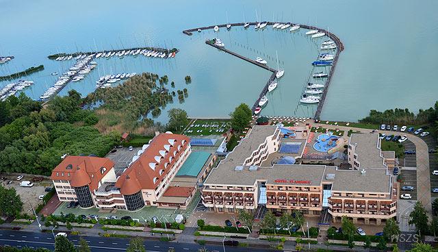 MAFC-UNI Hotel kikötője