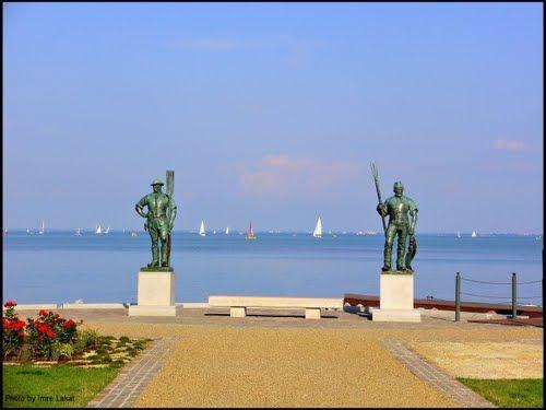 Halász és Révész szobra